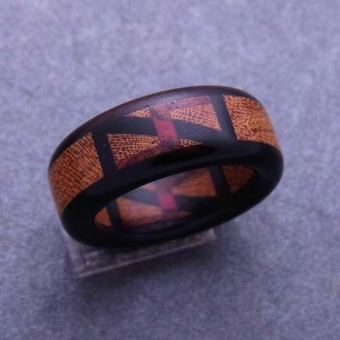 木婚式のプレゼント、結婚指輪・婚約指輪 < 木の指輪屋さん