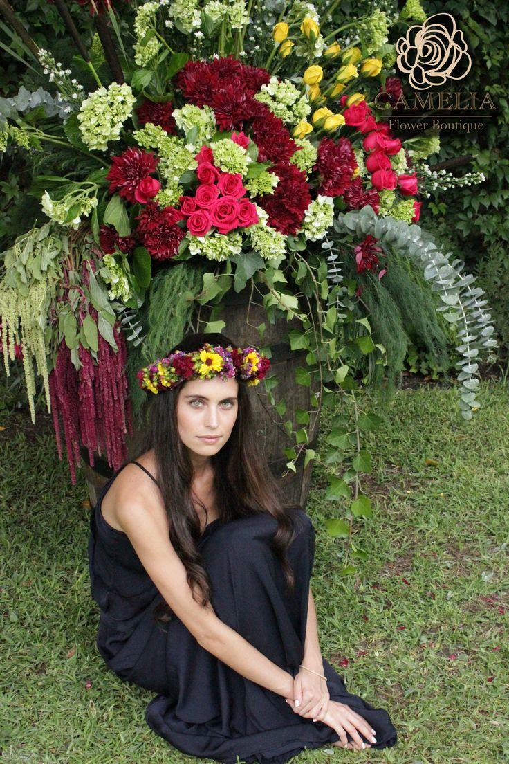 Decoración en flores.  Arreglo de flores Corona de flores en la cabeza