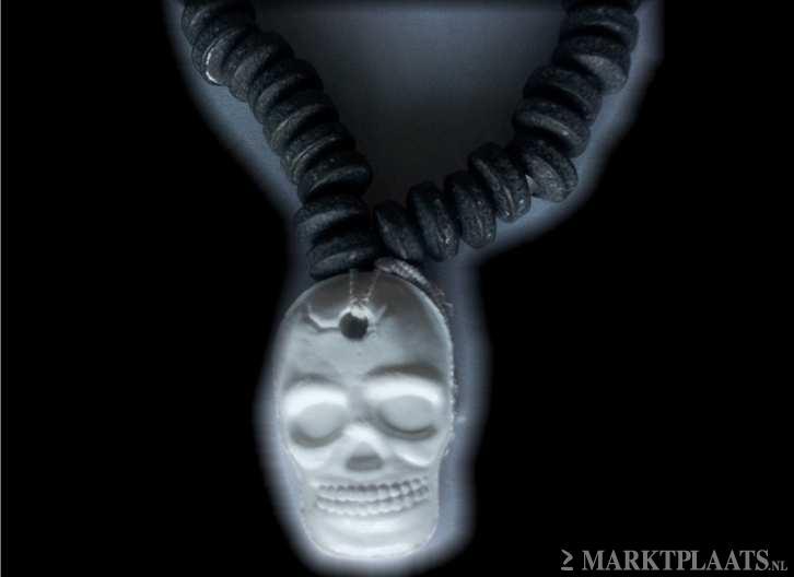 Marktplaats.nl > Zwarte snoepketting met doodshoofd hanger!Halloween - Hobby en Vrije tijd - Feestartikelen