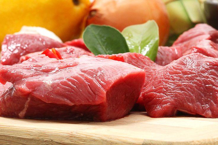 Кухонные инструменты для приготовления мяса http://www.anymenu.ru/kuxonnye-instrumenty-dlya-prigotovleniya-myasa/  Есть множество рецептов приготовления мяса, самые распространенные – тушение, запекание, отваривание, копчение.Независимо от рецепта, для приготовления любого мяса нужны правильные ножи и другие кухонные инструменты и принадлежности. Разновидности ножей для мяса Нож шеф-повара Часто при нарезании мясных продуктов используют нож шеф-повара. С его помощью можно нарезать мясо…