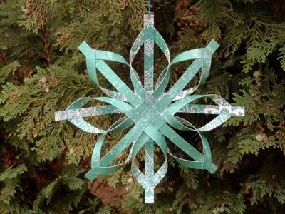 Beautiful paper star tutorial. Great step-by-step with photos even my kids could figure out.