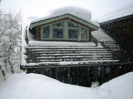 ManufacturedHomePartsInfo.com has some info on some methods and products that will rid any residence of snow and ice. Please visit us at http://www.manufacturedhomepartsinfo.com/snowandiceremovaloptions.php
