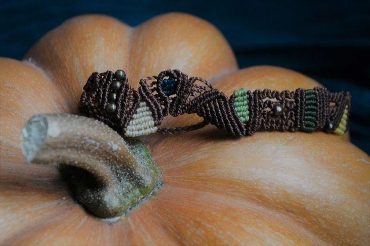 Bracciale macramè, etnico, fatto a mano, bronzo, hippy, asimmetrico di EthnicMacrame su Etsy