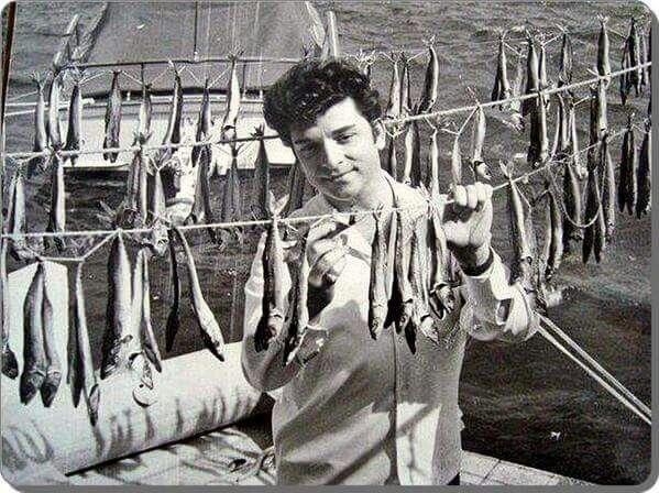 Zeki Müren - 1950 ler Balikpazarinin meşhur cirozları ile... (artık her ikiside yok)