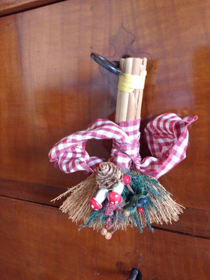 Christmas ornament#Scopina scaccia guai