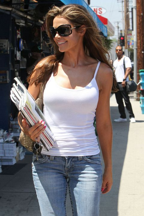 Denis Richards looked pretty damn fabulous out and about in sunny North Hollywood yesterday in a pair of faded True Religion jeans. > > > > > > >...