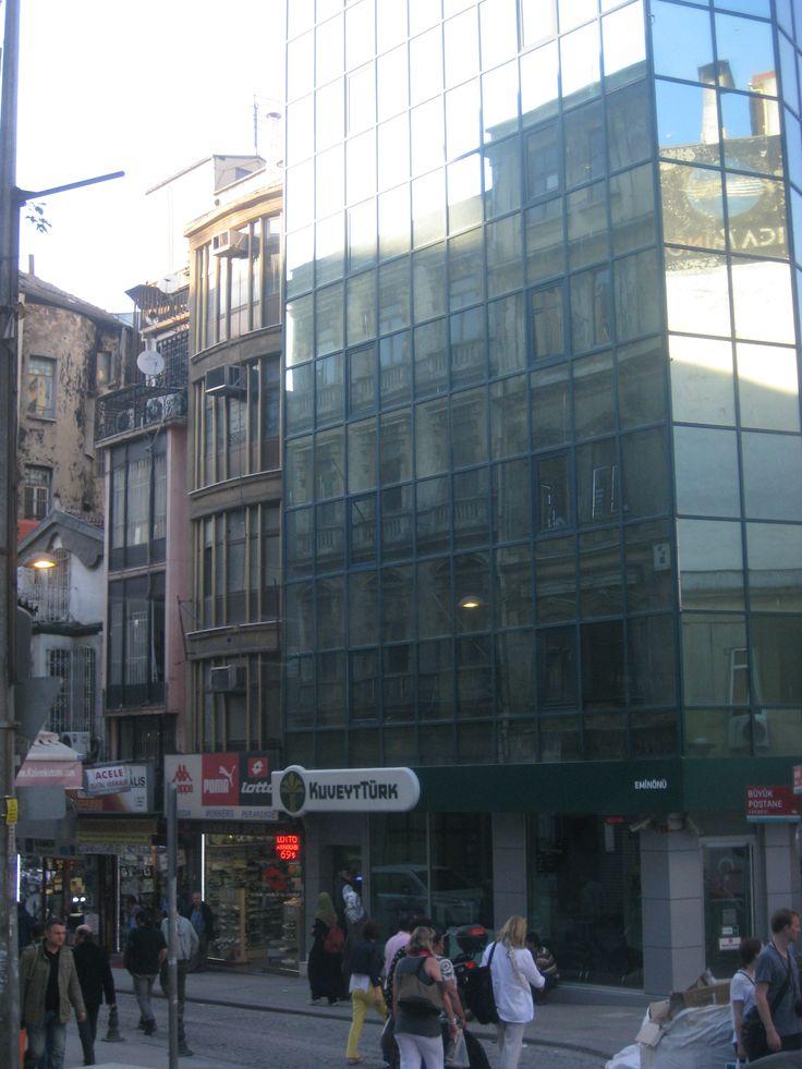 Czasy budynków murowanych i stalowych przemijają – coraz częściej króluje szkło - http://www.maxi.edu.pl/czasy-budynkow-murowanych-i-stalowych-przemijaja-coraz-czesciej-kroluje/