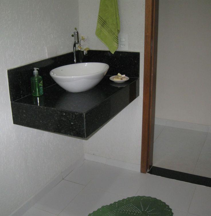 lavatório sobre marmore/granito. Cuba de vidro/acrilico branca sobre o marmore preto absoluto