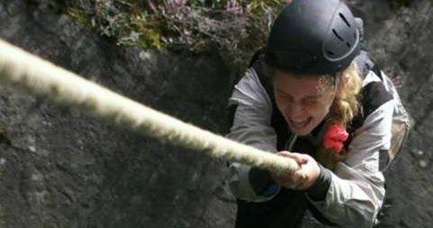 http://ift.tt/2kcS2l4 http://ift.tt/2kd271m  El hombre capaz de sobrevivir a los desafíos más peligros impuestos por la naturaleza compartirá su experiencia con diez valientes jóvenes que se atrevieron a realizar el curso de supervivencia más difícil y duro del planeta. BEAR GRYLLS: ESCUELA DE SUPERVIVENCIA se podrá ver a partir del 16 de febrero a las 21:00hs. por la pantalla de Discovery Channel. El experto en supervivencia Bear Grylls desafía a diez jóvenes de entre 12 y 15 añosa dejar…
