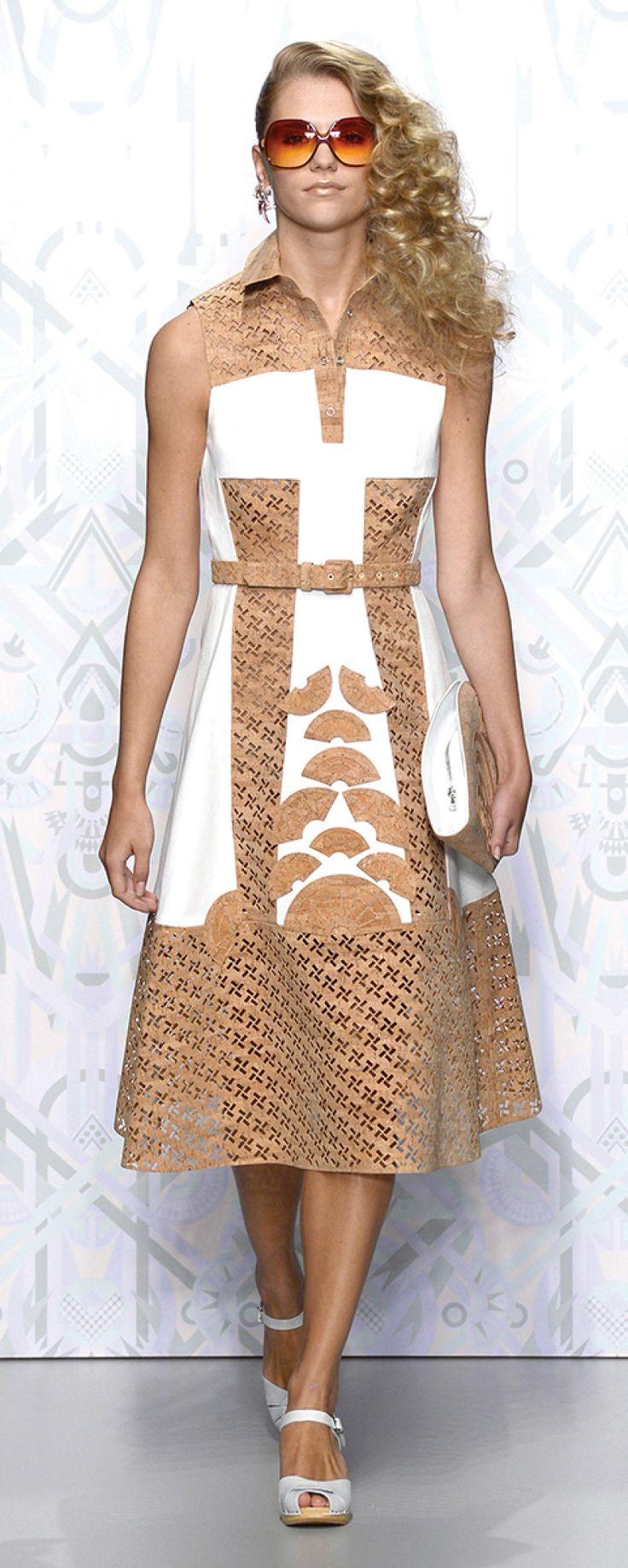 Holly Fulton leva a cortiça à semana da moda de Londres