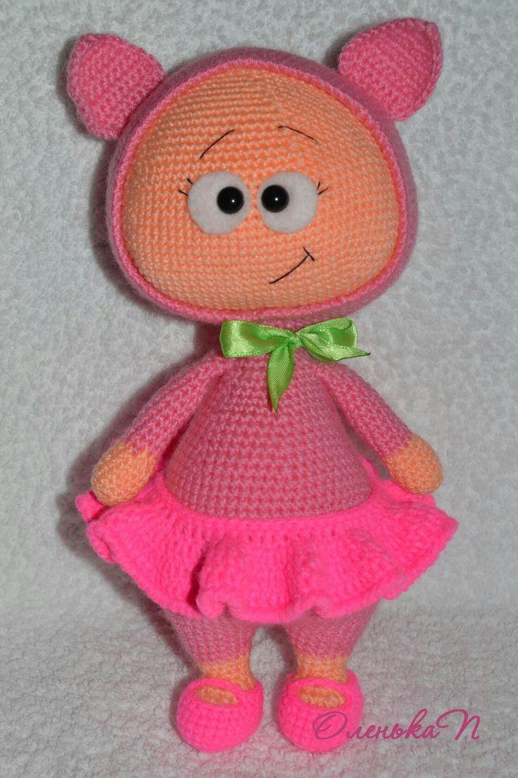 Милая бонни в костюме свинки