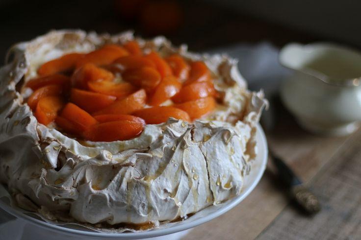 Refined sugar-free Apricot Pavlova