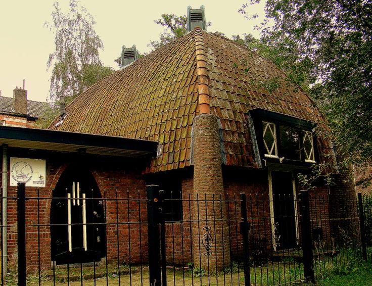 Verenigingsgebouw van de padvinders in de stijl van de Amsterdamse school in Hilversum | Monument - Rijksmonumenten.nl