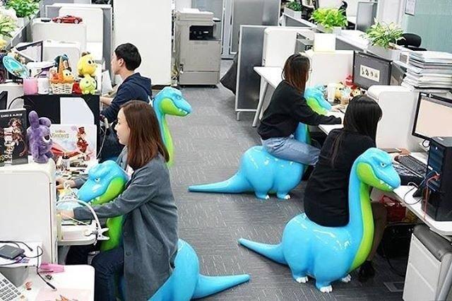 Wygodne Dino-krzesła w Chinach #krzesła #dinozaury