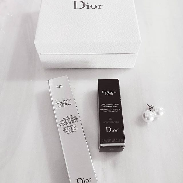 It's the little things in life..💟💄  #christiandior #dior #mascara #lipstick #earings #pearls #present #makeup #instabeauty #instamakeup #beautyproducts #makeupaddict #makeuplover #fashion #fashioninspo #fashiondetails #instafashion #stylegram #bloggerlife #style #styleblogger #blogger #fashionblogger #zkstyle