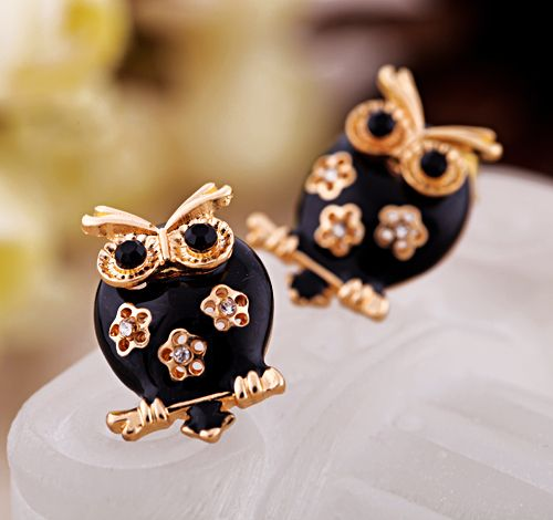 Fashionable Gold And Black Artificial Gemstones Stud Earrings