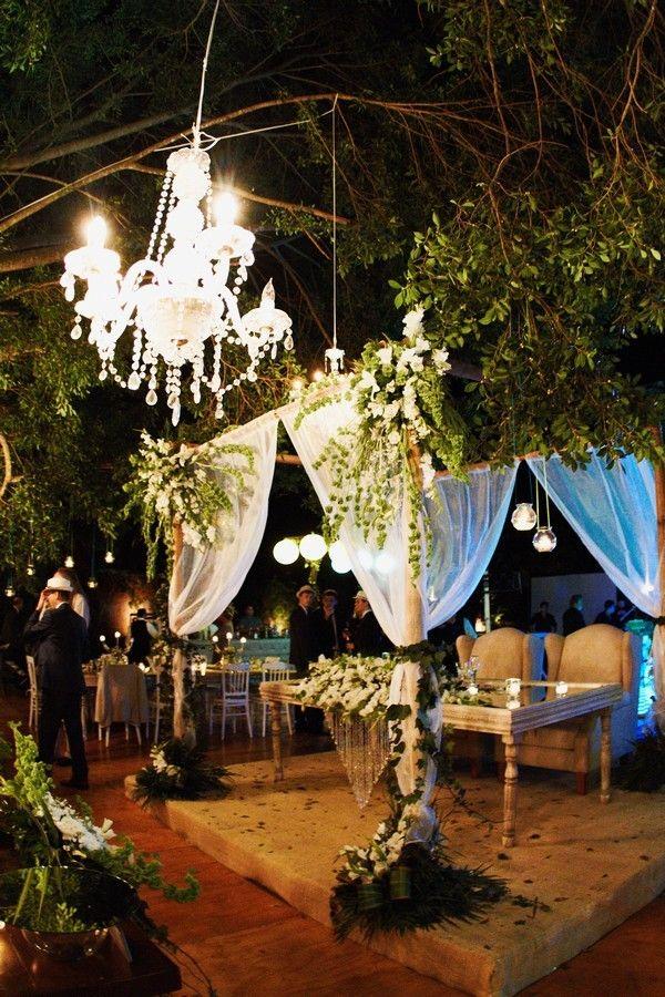 Mesa de novios estilo organico y elegante.Boda organizada y decorada por Six sens en la Hacienda Dzibikak en Yucatán.