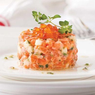 Un tartare aux deux saumons dont le goût légèrement citronné saura expressément vous charmer!