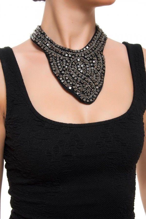 Urban Queen Siyah-Rhodium Zımbalı Yaka Kolye ile tarzını ve şıklığını tamamla, modayı keşfet. Birbirinden güzel Kolye modelleri Lidyana.com'da!