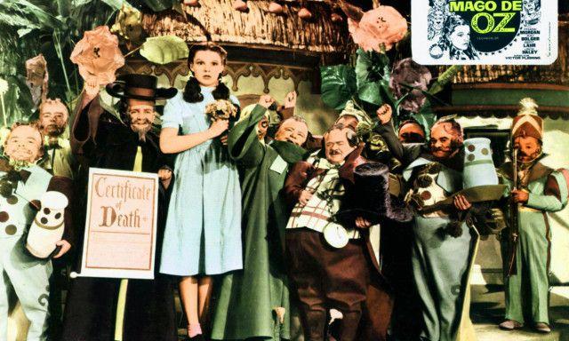 TROLLDOM: Da Judy Garland spilte inn «Trollmannen fra Oz», var hun 17 år. Noen av mennene som spilte Munchkins, kortvokste, skal ha befølte henne under innspillingen, ifølge hennes eksmann. Foto: NTB Scanpix