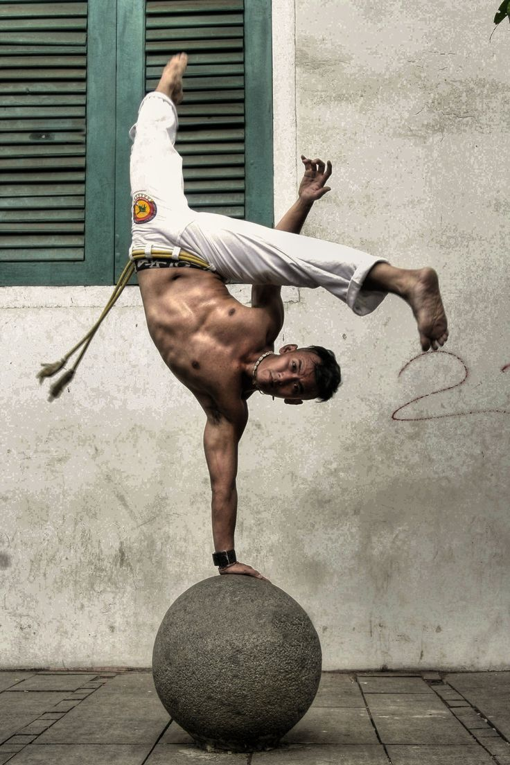Amazing Capoeira / Brazilian martial art that combines elements of dance acrobatics and music
