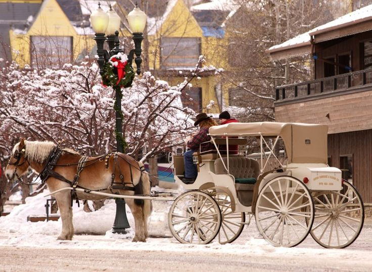 I want to visit Aspen, in Colorado, during Christmas. It seems like a really traditional city. I want to go there with somene really important and share Christmas with him and people we will meet there.
