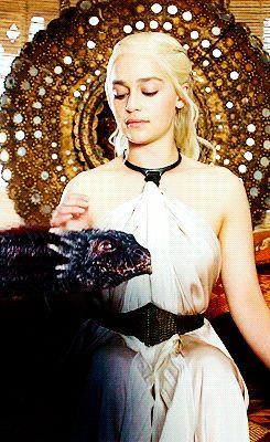 Daenery Targaryen - Emilia Clarke