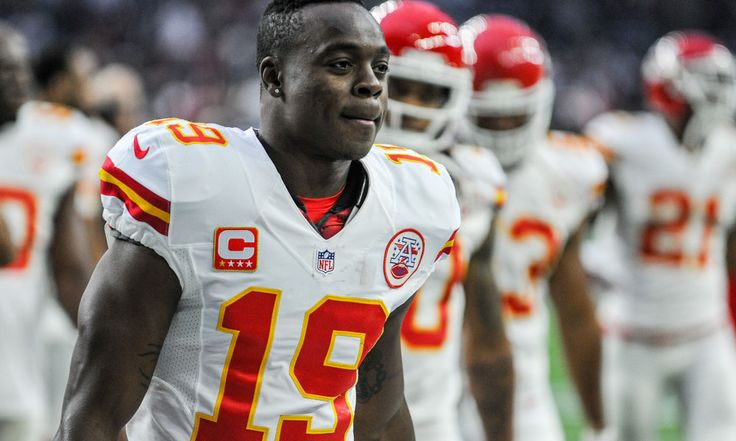 Jeremy Maclin's injury complicates Chiefs' upset path = Friday's news of Antonio Brown being shelved for Sunday's Broncos tilt represented the first domino to fall in the shaping of yet another Peyton Manning vs. Tom Brady playoff clash.  What's likely to follow Saturday will make that remarkable recurrence more likely.....