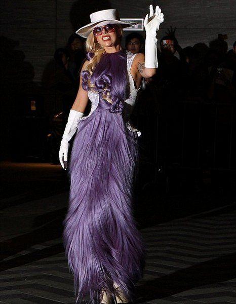 Top 20 des tenues de Lady Gaga qu'on porterait pas à la maison