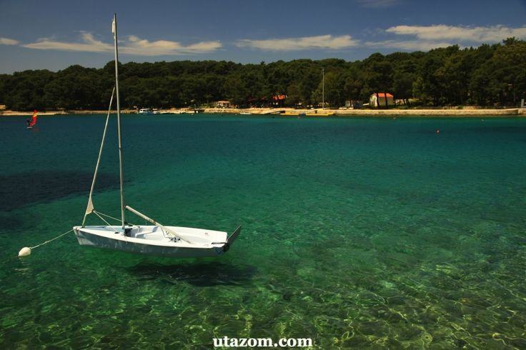 A legjobb strandok a homokkal borított fürdőhelyek - Horvátország partvidékének legnagyobb része azonban sziklás vagy kavicsos. Az Adriai-tenger ho...