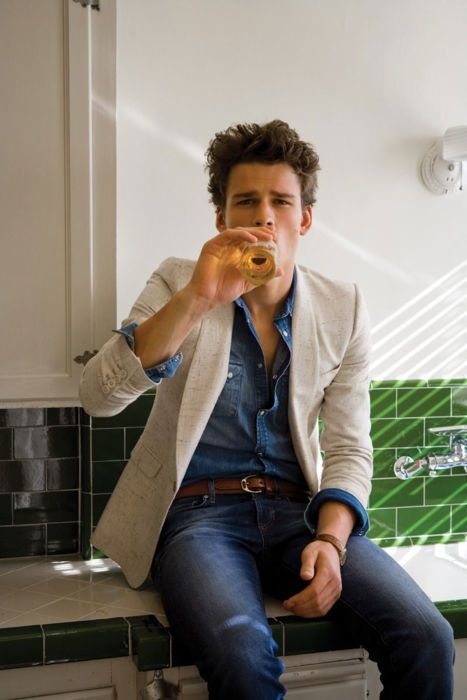 Love the denim-on-denim, distracted & broken up by a neutral jacket! Perfect fit is absolutely essential to any suiting!