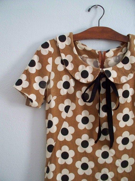 vintage 60s MOD flower print dress w peter pan collar