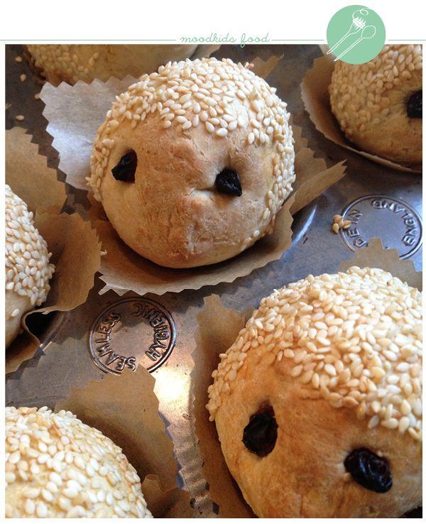 Op een zondagmiddag maakte ik deze vrolijke broodegeltjes voor mijn kinderen. De kleine broodjes waren zowel qua smaak als qua uitstraling meteen een succes. Ook via de MoodKids Facebook page kwamen er op mijn foto veel leuke reacties binnen. Hierbij dus het recept om zelf, of nog... #eefjeloves
