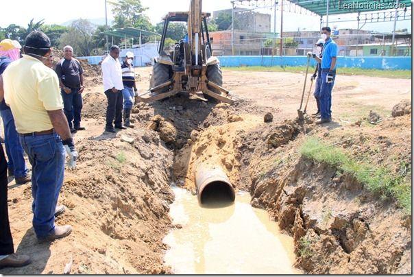 Alcaldáa de Puerto La Cruz sustituye tuberías de agua de lluvia en Isla de Cuba - http://www.leanoticias.com/2012/11/19/alcaldaa-de-puerto-la-cruz-sustituye-tuberias-de-agua-de-lluvia-en-isla-de-cuba/