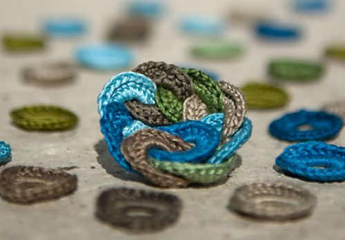 Circle broach - made using embroidery thread: Libraries, Crochet Brooches, Free Pattern, Brooches Crochet, Brooches Patterns, Swir Brooches, Broochpattern, Crochet Patterns, Sunnybank Studios