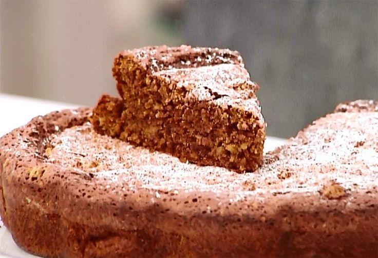 La torta al nocino di Daniele Persegani è stata un vero successo e tantissimi telespettatori hanno chiesto la ricetta esatta per poter rifare a casa questo dolce delizioso.