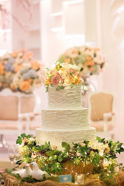 WhitePot Wedding Cakes