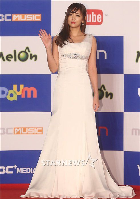 Lee Tae Im [Gallery] EXO, SHINee, BEAST, IU and Others Class It Up on the Red Carpet for 2013 MMA