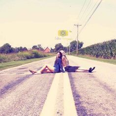 Creative photo idea for girlfriends. Photos from the road trip
