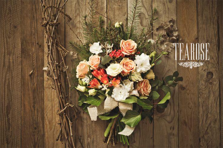 Színes temetési sírcsokor, kegyeleti sírcsokor rózsából, korall virágból és fréziából | colorful grave bunch, funeral/piety bouquet with rose, coral flower and freesia