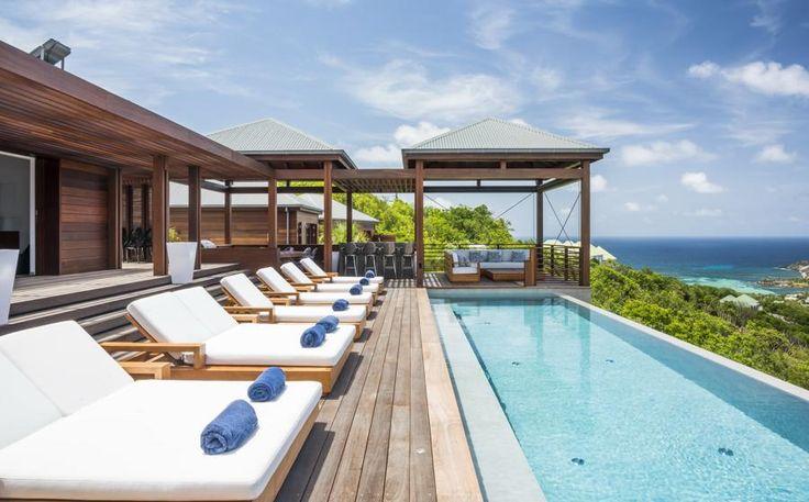 Villa la Danse du Soleil is een ruime 5 slaapkamer vakantievilla, gelegen op de heuvels van Deve. Deze vakantievilla is geschikt voor 10 gasten en biedt een spectaculair uitzicht op de oceaan en de heuvels van Toiny. La Danse du Soleil bestaat uit vijf bungalows in het hart van een weelderige tropische tuin en verbonden…