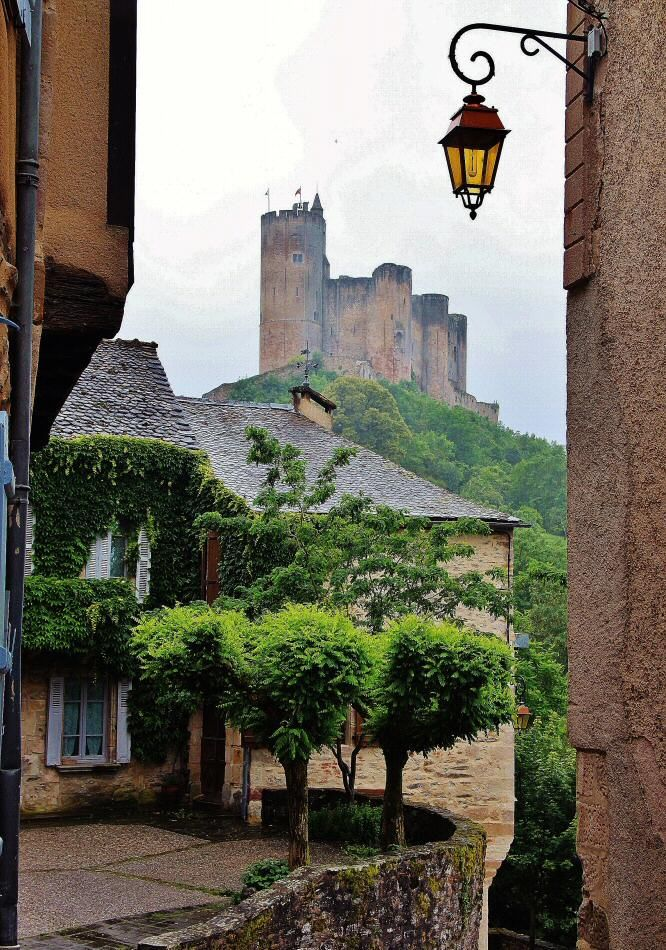 Castillo de Najac en Occitania al sur de Francia