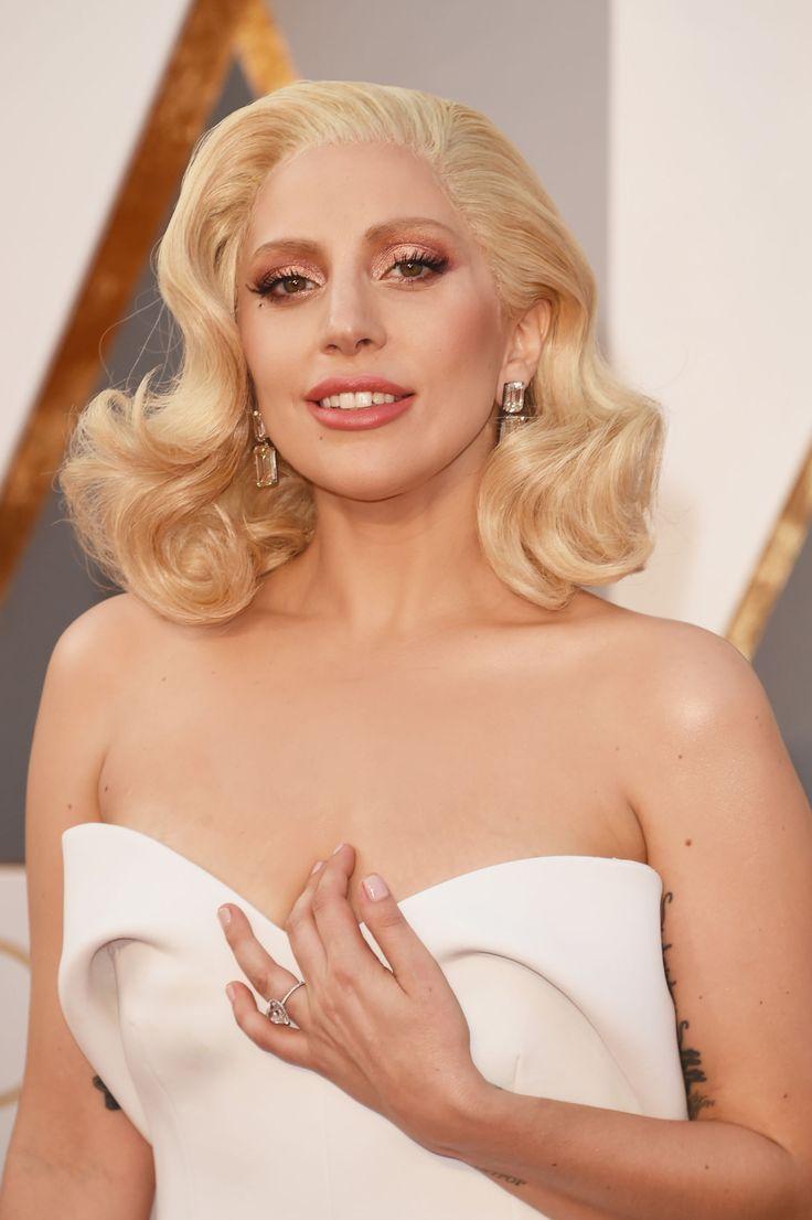 L'Oscar alle migliori ciglia finte per occhi da cerbiatta.  -cosmopolitan.it