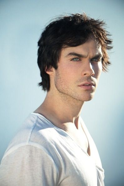 Ian Somerholder is absolutely gorgeous . How can u not fall in live with this guy. Look at his gorgeous blue eyes and big lips !!!!!!