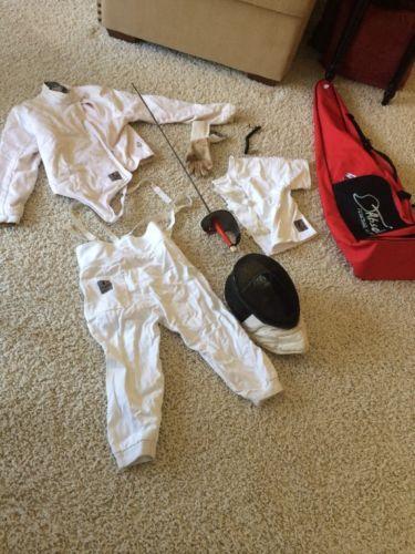 @fencinguniverse : Absolute Fencing Gear Inc. Helmet SwordVests Right Glove & Carrying Handbag  $59.50 (0  http://aafa.me/2mhmsDQ http://aafa.me/2mYEoYh
