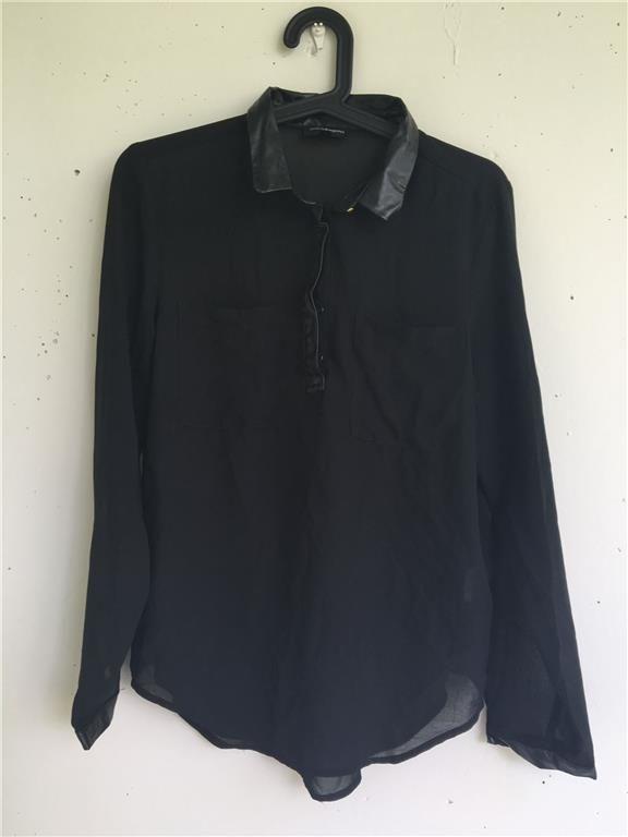 Annons på Tradera: Skjorta/blus med fakeläder krage