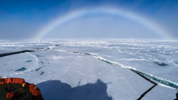 Think You Know Rainbows? Look Again [Slide Show] Physicists are starting to explain how rainbows can be completely red, white, nearly flat or full-circle