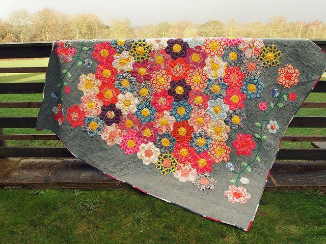 Beautiful Hexy MF Quilt!Beautiful Flower, Hexagon Quilt, Paper Piece, Gorgeous Hexagons, Beautiful Quilt, Flower Gardens, Flower Quilt, Hexagons Quilt, Quilt Pattern