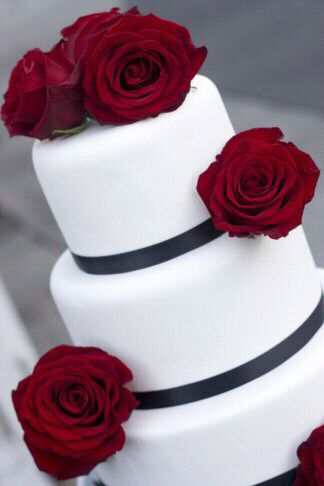 round wedding cakes with red roses 25 best ideas about wedding cakes on 19339