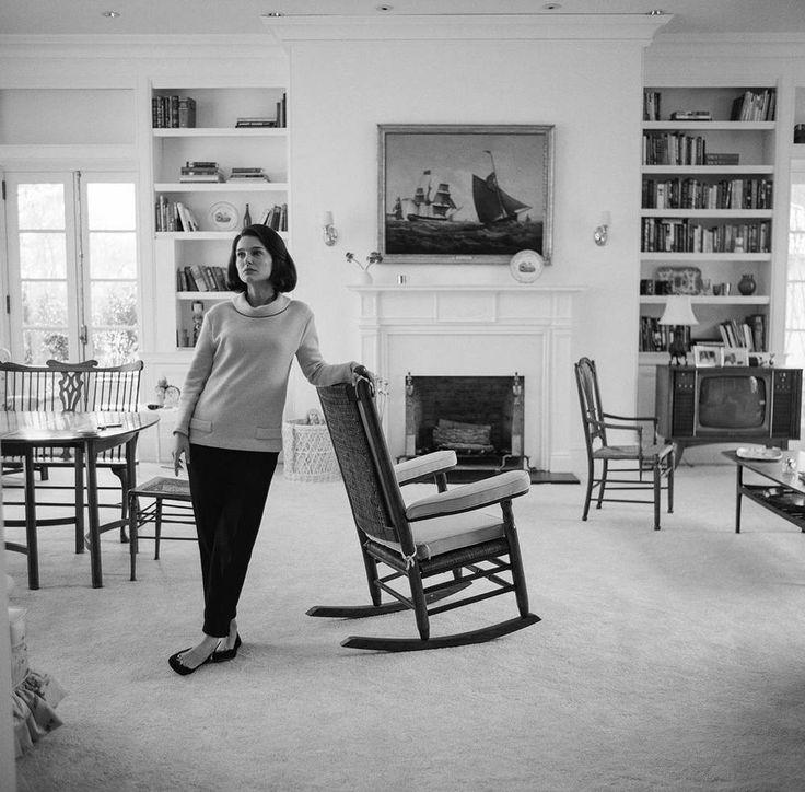 jackie film natalie portman in living room